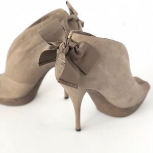 Vera Wang Lavender label peep toe bootie with bow